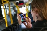 Polacy wciąż chętnie korzystają z SMS-ów. Aż 65 proc. z nas wysyła je codziennie