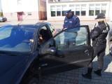 """""""Kaski, paski i odblaski"""". Policyjne kontrole na drogach powiatu [ZDJĘCIA]"""