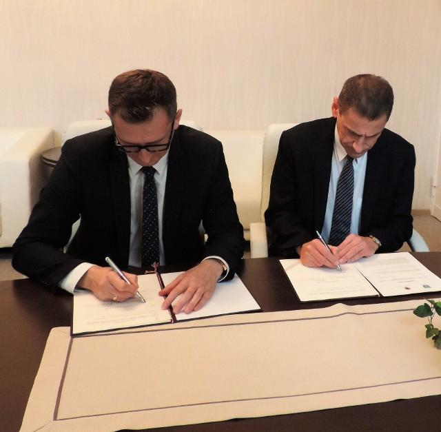 Jesienią burmistrz Duszyński i wicemarszałek Kurzawa podpisali list intencyjny w sprawie budowy drugiego etapu obwodnicy