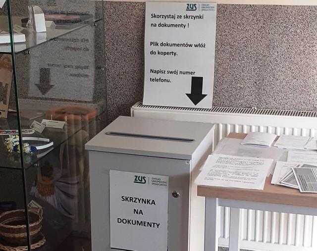 Skrzynka na korespondencję do ZUS w krapkowickim starostwie.