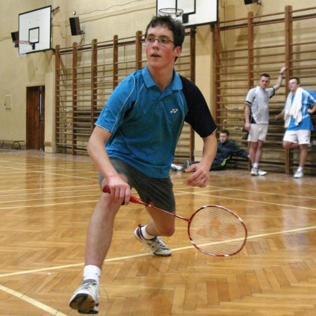 Junior Jakub Małyszko potwierdził badmintonowy talent. Badmintonista z Miastka wygrał grę pojedynczą i podwójną.