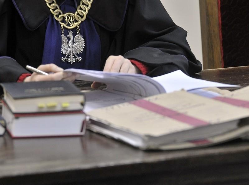 Sąd pierwszej instancji wymierzył chuliganom kary grzywny.
