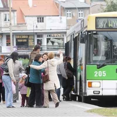 Obaw było mnóstwo. Okazało się jednak, że tym razem strach miał wielkie oczy. Autobusy dalej będą woziły pasażerów spoza miasta.