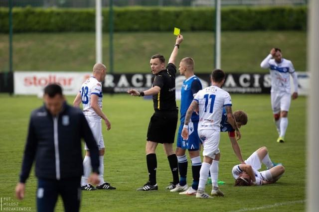 Mecz w Suwałkach był bardzo zacięty, sporo było fauli i kartek
