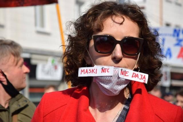 Nie chcą maseczek, paszportów dla zaszczepionych, lockdownu. Szykują więc protest w centrum Białegostoku