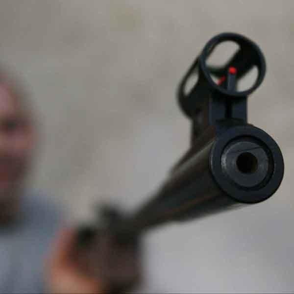 Policja podejrzewa, że snajper strzelał z pozornie niegroźnej i dostępnej bez pozwolenia wiatrówki.