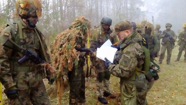 Na strzelnicy koło Międzyrzecza 11 ochotników zaliczyło wojskowy sprawdzian.
