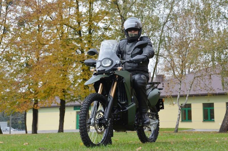 Straż Graniczna. Podlaski oddział otrzymał 10 nowych motocykli terenowych. To one pomogą w szybkim przemieszczaniu się podczas patroli