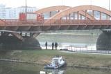 Mężczyzna skoczył do Odry z mostów Trzebnickich. Nie żyje