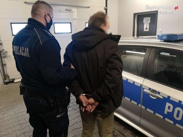 Mężczyzna został zatrzymany i osadzony w policyjnej izbie zatrzymań