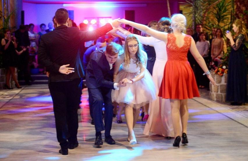 Bal maturzystów ze Świebodzina rozpoczął tradycyjny polonez