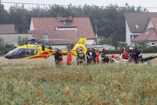 Do katastrofy śmigłowca doszło w środę około godziny 9.30 w Domecku w gminie Komprachcice. Maszyna spadła na pole ze zbożem przy ul. Opolskiej, około pięćdziesięciu metrów najbliższych od domów.
