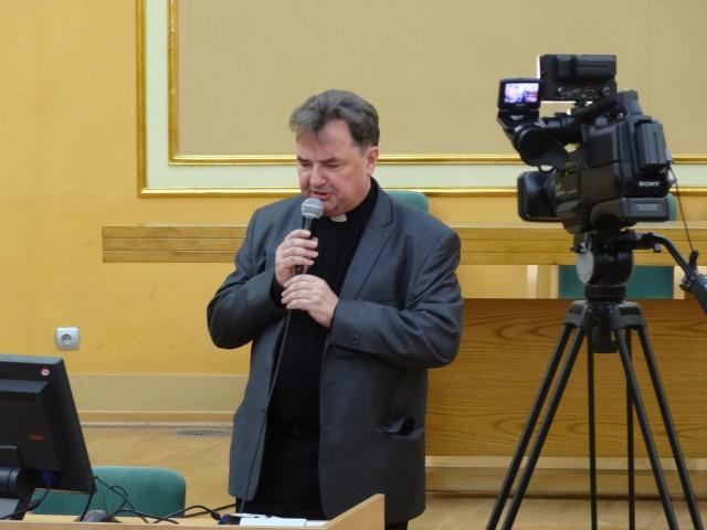 Ksiądz z Poznania chce więzienia dla opozycji