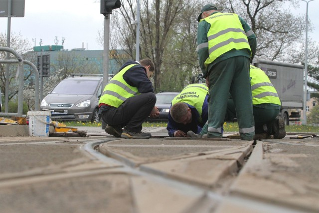 W związku z wymiana zwrotnicy tramwaje w centrum Wrocławia jeżdżą objazdami. Zdjęcie ilustracyjne.