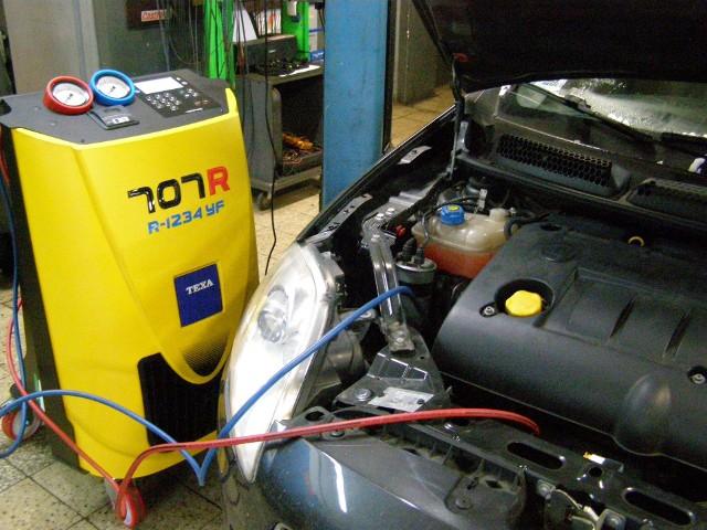 Nie brakuje kierowców, którzy uważają, iż dokąd klimatyzacja chłodzi, to serwisowanie układu klimatyzacji jest zbędne