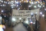 """Anty lexTVN. Protesty w Poznaniu po przyjęciu ustawy """"lex TVN""""  w Sejmie"""