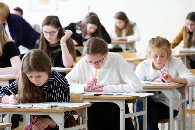 Egzamin gimnazjalny 2017. POLSKI Jakich pytań się spodziewać? [PRZECIEKI, ARKUSZ, ODPOWIEDZI]