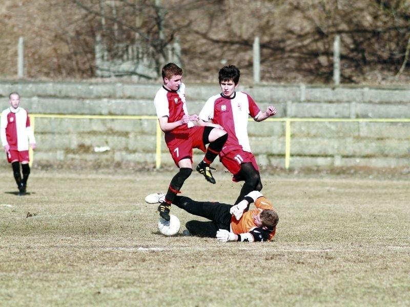 Juniorzy młodsi ŁKS 1926 Łomża przegrali już dwa mecze w...