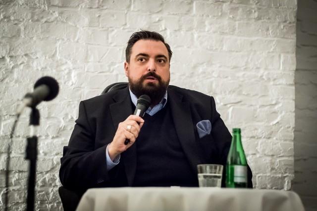 Tomasz Sekielski i jego spektakularna metamorfoza. Schudł i zmienił fryzurę