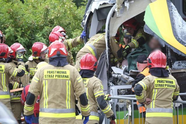 W wyniku zderzenia tramwajów rannych zostało 30 osób, w tym motorniczy, który został uwięziony w kabinie pojazdu