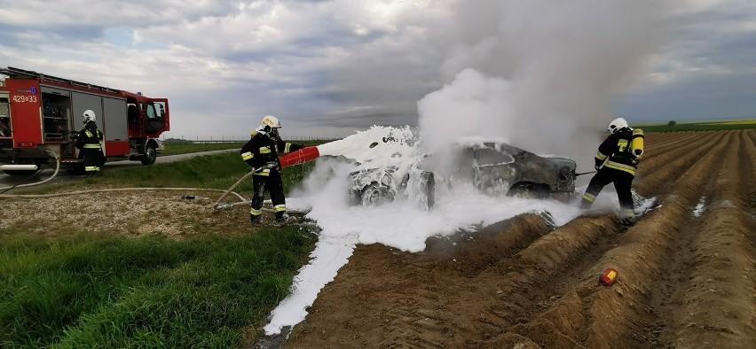 Testowali samochód aż... stanął w ogniu i spłonął...