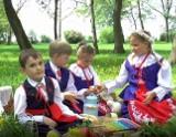 """Nowy teledysk zespołu """"Kłopocianie"""". Tradycje, obrzędy i zabawy dla dzieci na Kujawach zachodnich [zdjęcia]"""