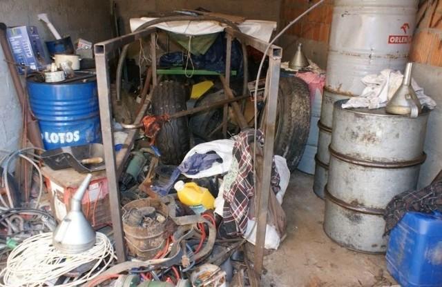 Złodzieje kradli olej napędowy z garaży