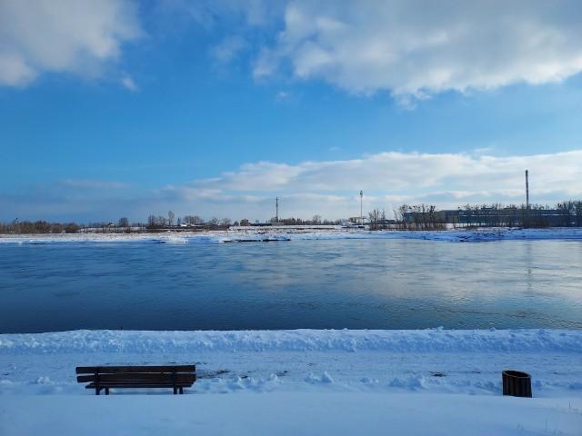 W powiecie sandomierskim nie ma zagrożeń związanych z podtopieniami i wylewami na rzece Wiśle .