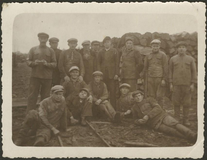 Robotnicy Zarządu Kolei Leśnych w Hajnówce podczas strajku,...