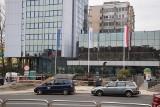 Zmiany w centrum Zielonej Góry. Na placu przed pomnikiem Ignacego Łukasiewicza ruszyły roboty. Co tam powstaje?