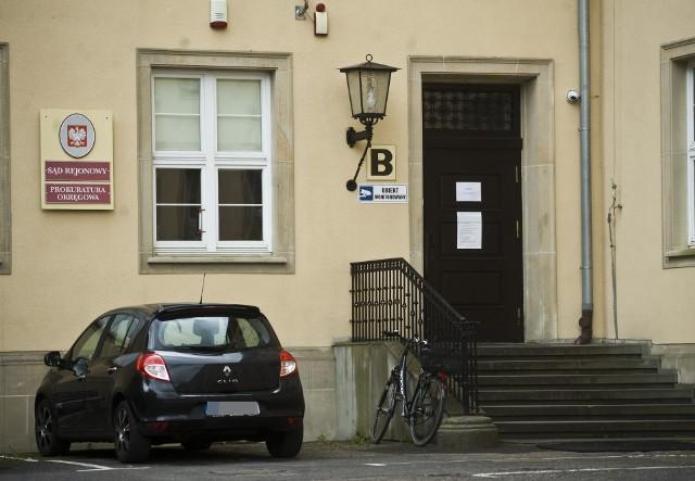 W Sądzie Rejonowym w Koszalinie rozprawy zostały odwołane do 10 czerwca. Podobnie w Kołobrzegu. Wcześniej, bo 29 maja orzekanie ma wznowić Sąd Rejonowy w Szczecinku.