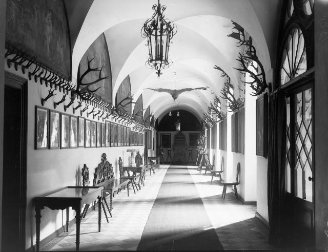 Zespół klasztorno-pałacowy w Rudach. Jakie skarby skrywał 100 lat temu?Zobacz kolejne zdjęcia. Przesuwaj zdjęcia w prawo - naciśnij strzałkę lub przycisk NASTĘPNE