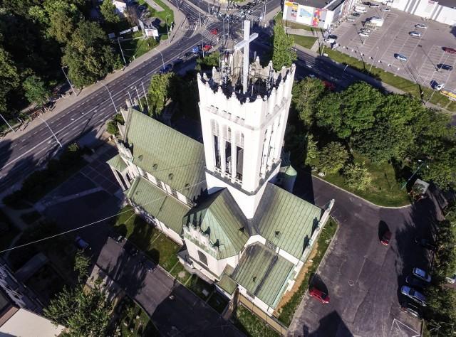 2. Kościół AVE - kościół św. Michała Archanioła przy ul. Fabrycznej. Alternatywna nazwa świątyni ma związek z widniejącym na  wieży przez kilkadziesiąt lat neonowym napisem AVE.