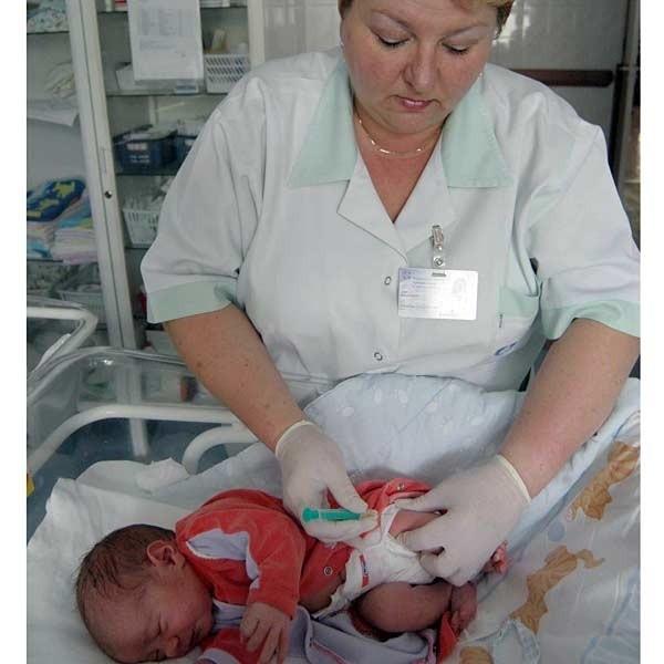 Pierwszą dawkę szczepionki przeciwko WZW B noworodek dostaje jeszcze w szpitalu. Po wycofaniu Euvaxu B maluchy są szczepione innym preparatem.