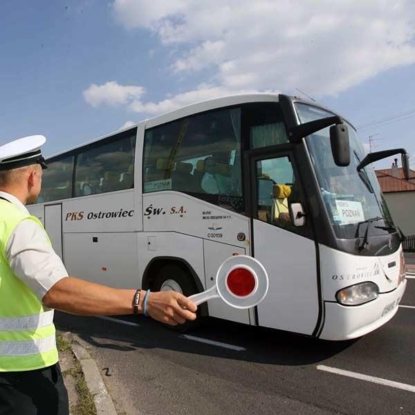 """Kontrole Inspekcji Transportu Drogowego muszą zająć się teraz skrupulatną kontrolą autokarów. """"Krokodyle"""" """"okazali"""" się skuteczni w walce z wrakami - ciężarówkami jeżdżącymi po naszych drogach."""