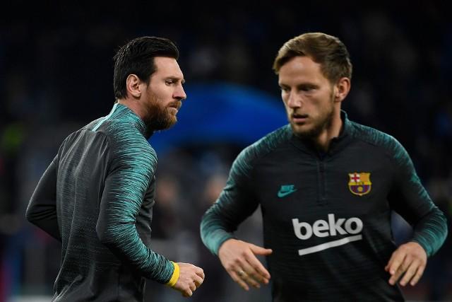 - Nie jestem workiem ziemniaków - mówi szefom FCB Ivan Rakitić (z prawej). Możliwe, że Barcelona sprzeda Chorwata. Ten jednak chce zdecydować sam, gdzie odejdzie.