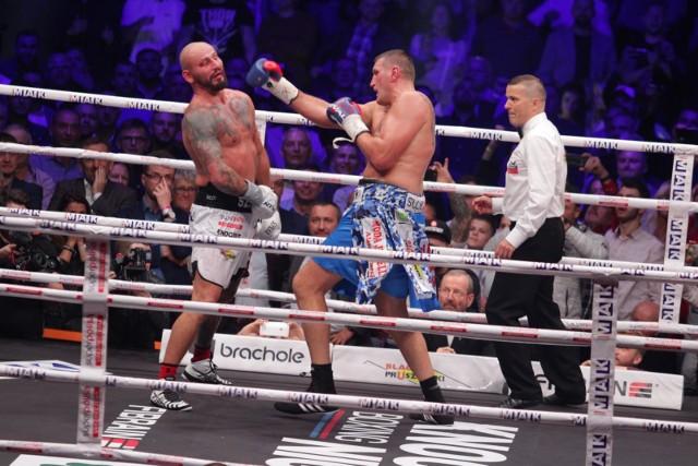 Jeden z sędziów wypunktował walkę 97-93 na korzyść Szpilki