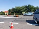 Wypadek z udziałem motocyklisty w gminie Wielka Wieś. Rannego zabrał śmigłowiec pogotowia lotniczego