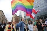 """Protest LGBT w Katowicach przeciwko """"karcie nienawiści"""". Nie jesteśmy ideologią. Zobacz zdjęcia"""