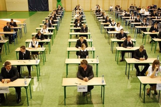 Egzaminy gimnazjalne 2013 rozpoczynają się we wtorek. Na początek testy z historii i języka polskiego