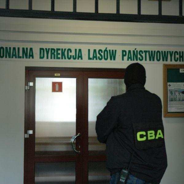 Agenci CBA przeszukiwali dziś siedzibę Regionalnej Dyrekcji Lasów Państwowych w Białymstoku. Szefostwo RDLP miało narazić skarb państwa na stratę ponad 5 mln zł