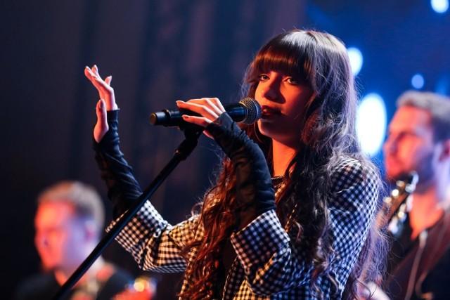 Viki Gabor podczas jednego z koncertów