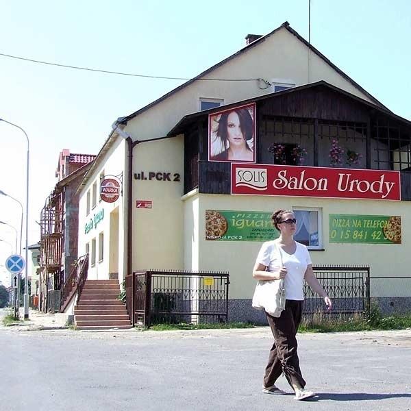 W budynku przy ul. PCK w Nisku mieści się pizzeria i salon piękności. Kiedyś była tu żydowska świątynia.