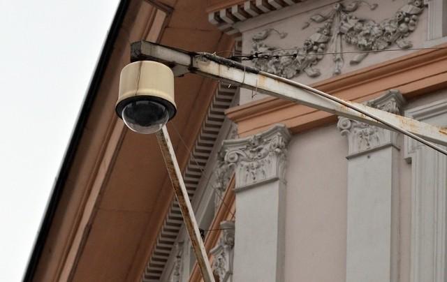 Kamery zamontowano również na budynkach zabytkowych.