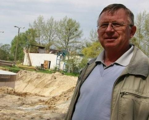 - W połowie maja planujemy wmurować kamień węgielny - zapowiada Henryk Loba (fot. Dariusz Brożek)