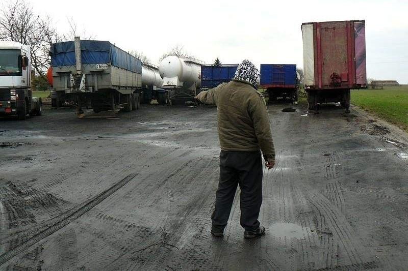 Sprawcy typowali posesje, na których zaparkowane były samochody ciężarowe lub kombajny.