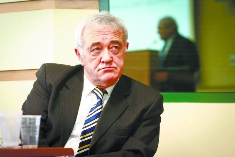 Marek Minda jest lekarzem, chirurgiem-ortopedą, był też senatorem RP