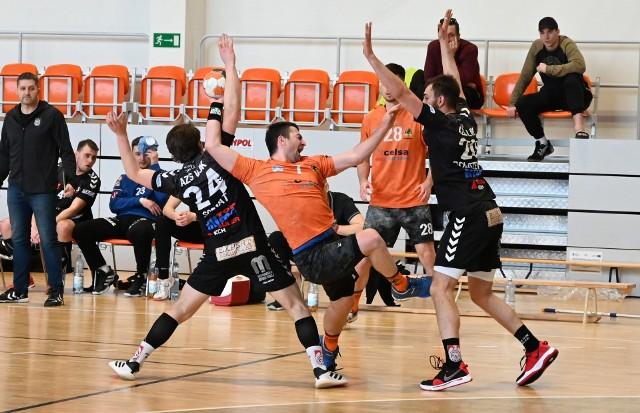 KSZO Handball Ostrowiec wygrał w Kielcach z AZS UJK.