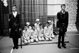 """Dzieci przebrane za gestapo i """"gazowanie więźniów"""". Tak szkoła w Łabuniach świętowała przyjęcie imienia"""