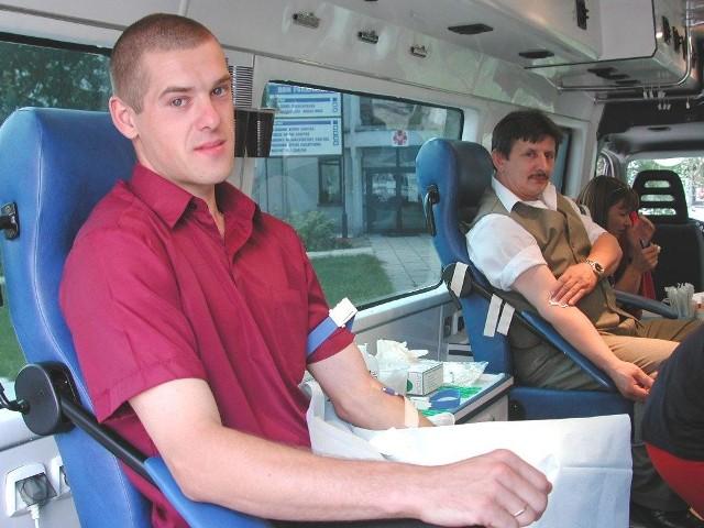 Paweł Roch (z lewej) oraz Józef Pajor oddali wczoraj honorowo krew.